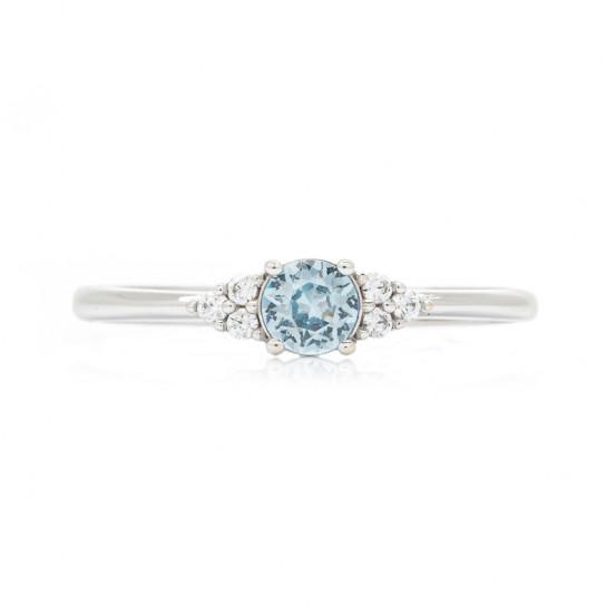 prsten z bílého zlata s topazem a zirkony